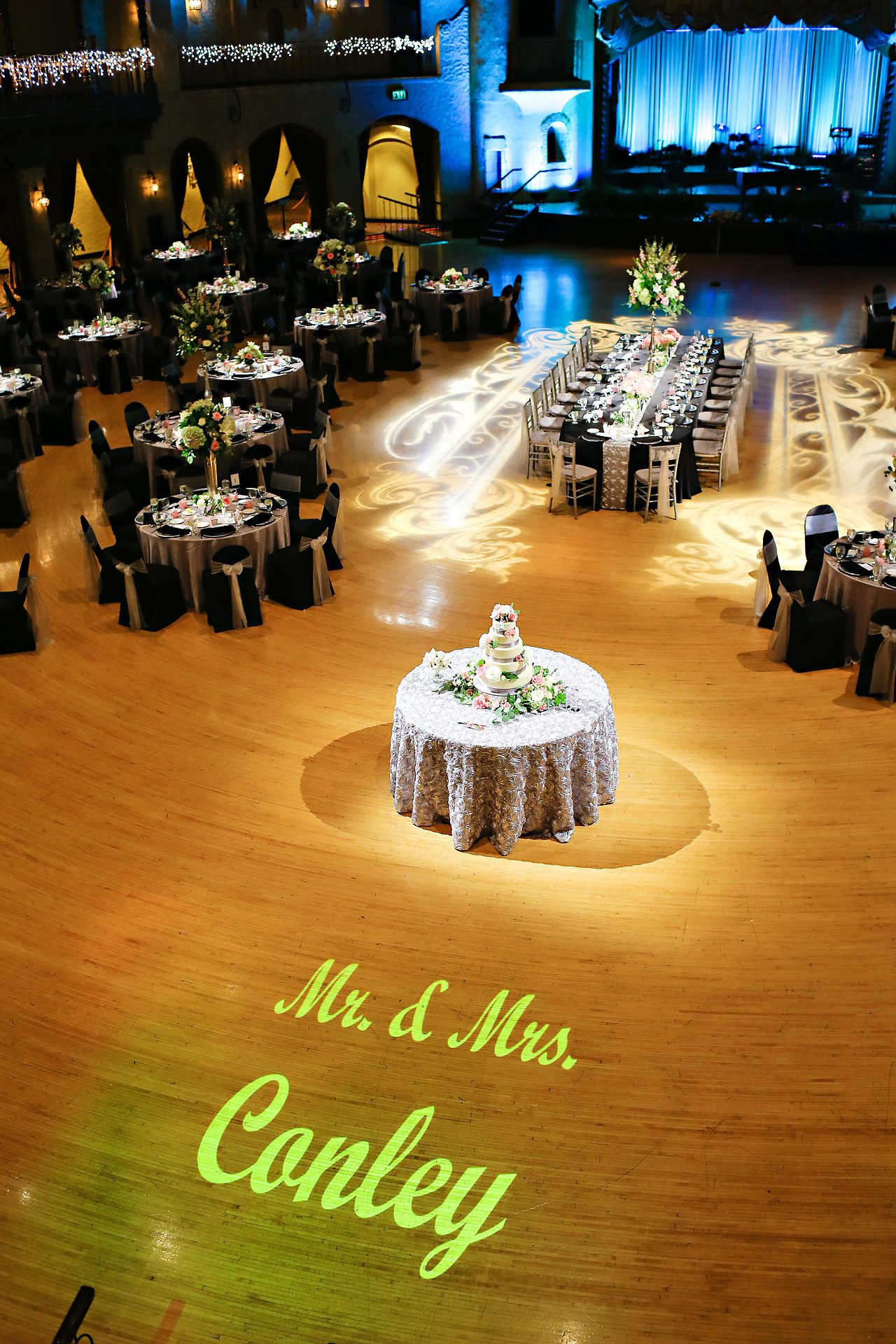 Moey Drew Indiana Roof Ballroom Wedding 186